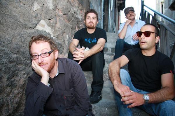 Una grande gruppo su Sicilia in Rock: Long Hair in Three Stages da Catania