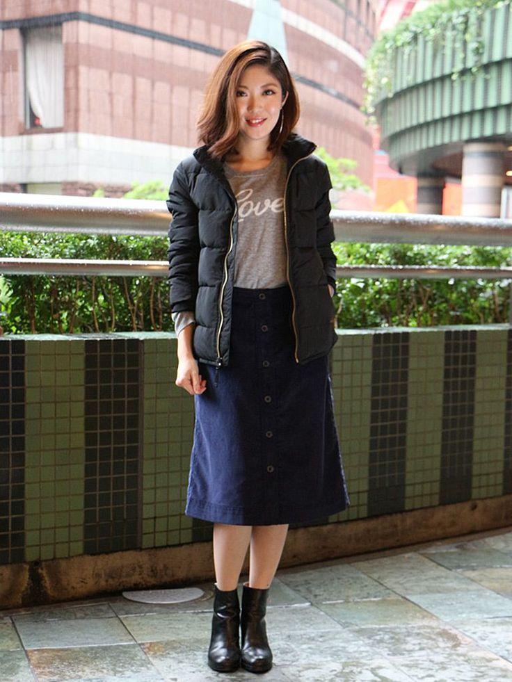 【福岡三越店スタッフ注目コーデ】 カジュアルなパファージャケットを膝下丈のスカートで合わせて女性らしさを取り入れました。ボリュームアウターのインナーには薄手のロゴニットでライトな抜け感をプラス。  パファージャケット (Color:ブラック/¥12,900/ID:241102/着用サイズ:XXS) セーター (Color:グレー/¥5,900/ID:325408/着用サイズ:XXS) スカート (Color:ネイビー/¥7,...
