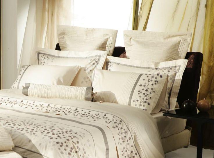 The 25+ Best Pillow Arrangement Ideas On Pinterest | Bed Pillow Arrangement,  King Size Bedding And Pillows On Bed