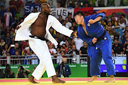 攻めあぐねる原沢 :フォトニュース - リオ五輪・パラリンピック 2016:時事ドットコム