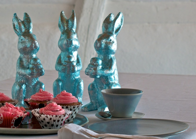 nice easter decoration with ceramics and cupcakes by helga ritsch