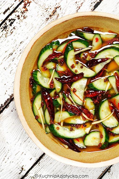 Ogórki piklowane w occie ryżowym z pieprzem seczuańskim, chili, i imbirem