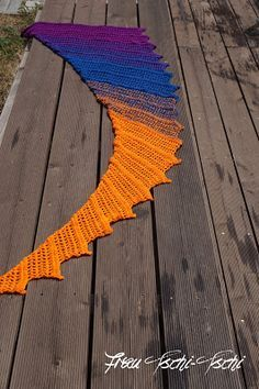 Drachenschwanztuch Drachenschwanz Tuch häkeln Anleitung kostenlos gratis Häkelanleitung Crochet Pattern free Zackenschal Freebie Schal Tutorial englisch deutsch english german kite tail towel dragon tail Wingspan Loop Loom  Anfänger beginner easy