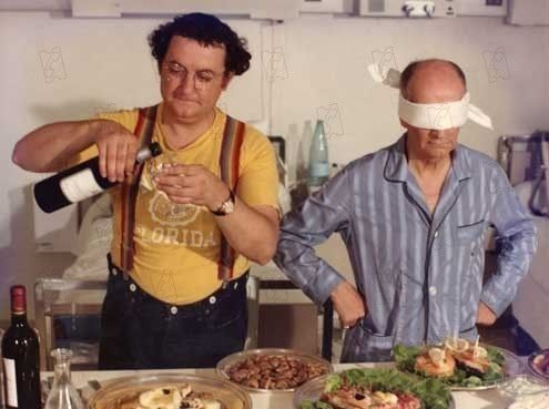 L'aile ou la cuisse http://urbangirl-maman.fr/kids/films-anciens-enfants/ A great way to learn French, watch this comedy with #coluche and Louise de Funes