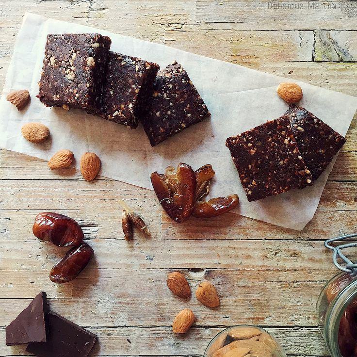 Receta Raw de brownie o Rawnie. Un dulce de chocolate totalmente crudo con ingredientes naturales y saludables