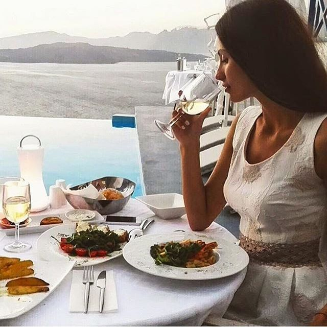 Poolside dinner with the most dreamy view! #AstarteSuites #Santorini #Caldera