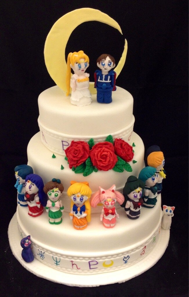 My Friends Are Insanely Talented Check Out This Sailor Moon Wedding Cake By Kalika KB Geek
