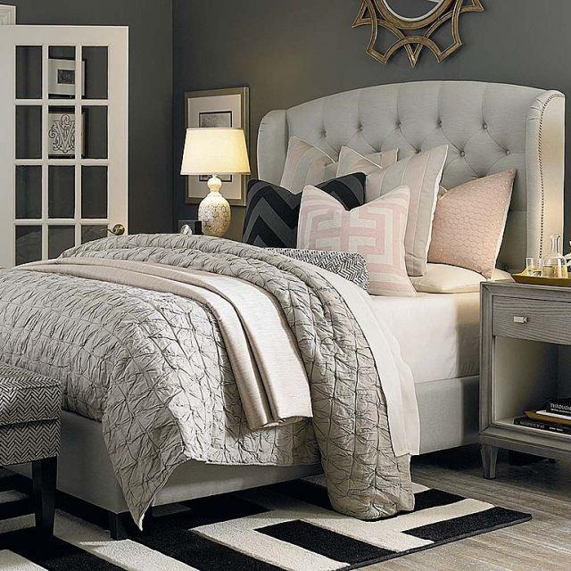 chambre adulte taupe et literie en blanc cassé et gris