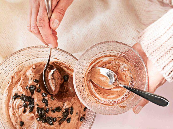 Taivaallisen pehmeään suklaaherkkuun tarvitaan vain kolme ainesta ja vartti jähmettymiseen!