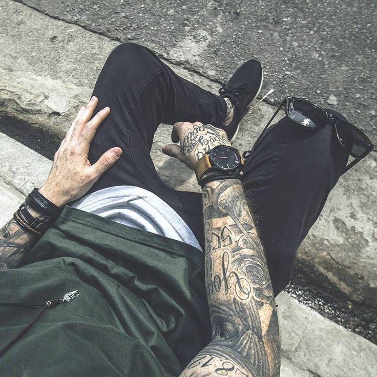 camiseta longline, longline t shirt, longline, moda masculina, men style, olive green, verde oliva, Calça Jogger, Jogger pants, Sneaker, Sockless, MVMT Watch, MVMT, Relógio All Black, Wayfarer, street style, macho moda, coloral