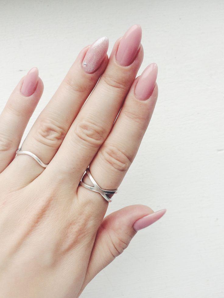 EVERYDAY essentials #hvisk #hviskjewelry #jewellery #silverrings # almondnails