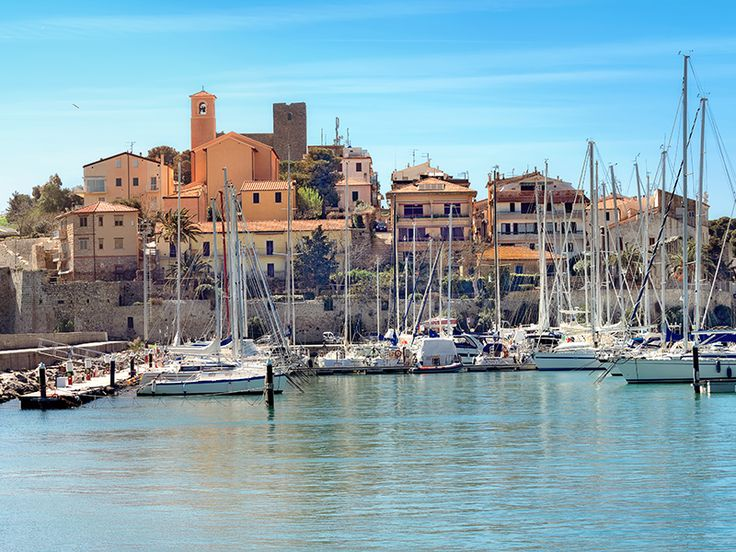 The Tuscan Islands are dotted with small bays, beaches and picturesque harbours - perfect ingredients for a sailing holiday.
