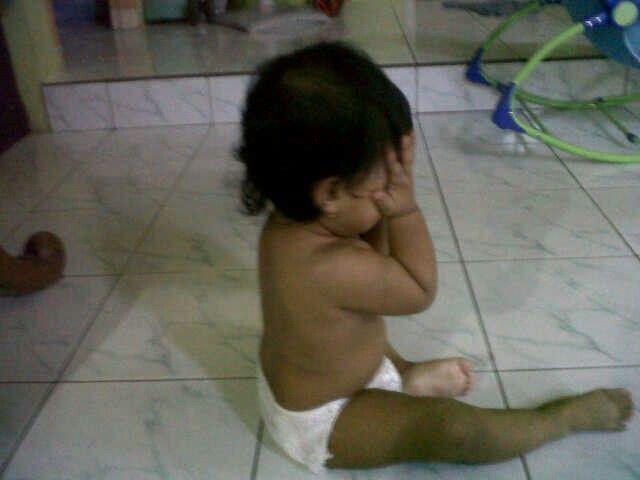 Azalea crying becouse dont want take a bath