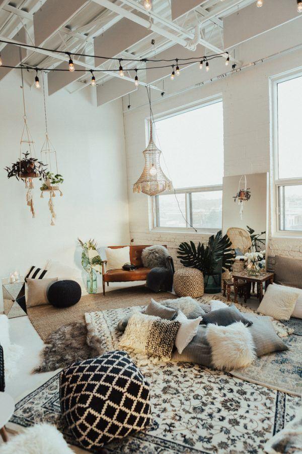 Comfy bohemian wedding floor seating | Image by Bianca Desjardins