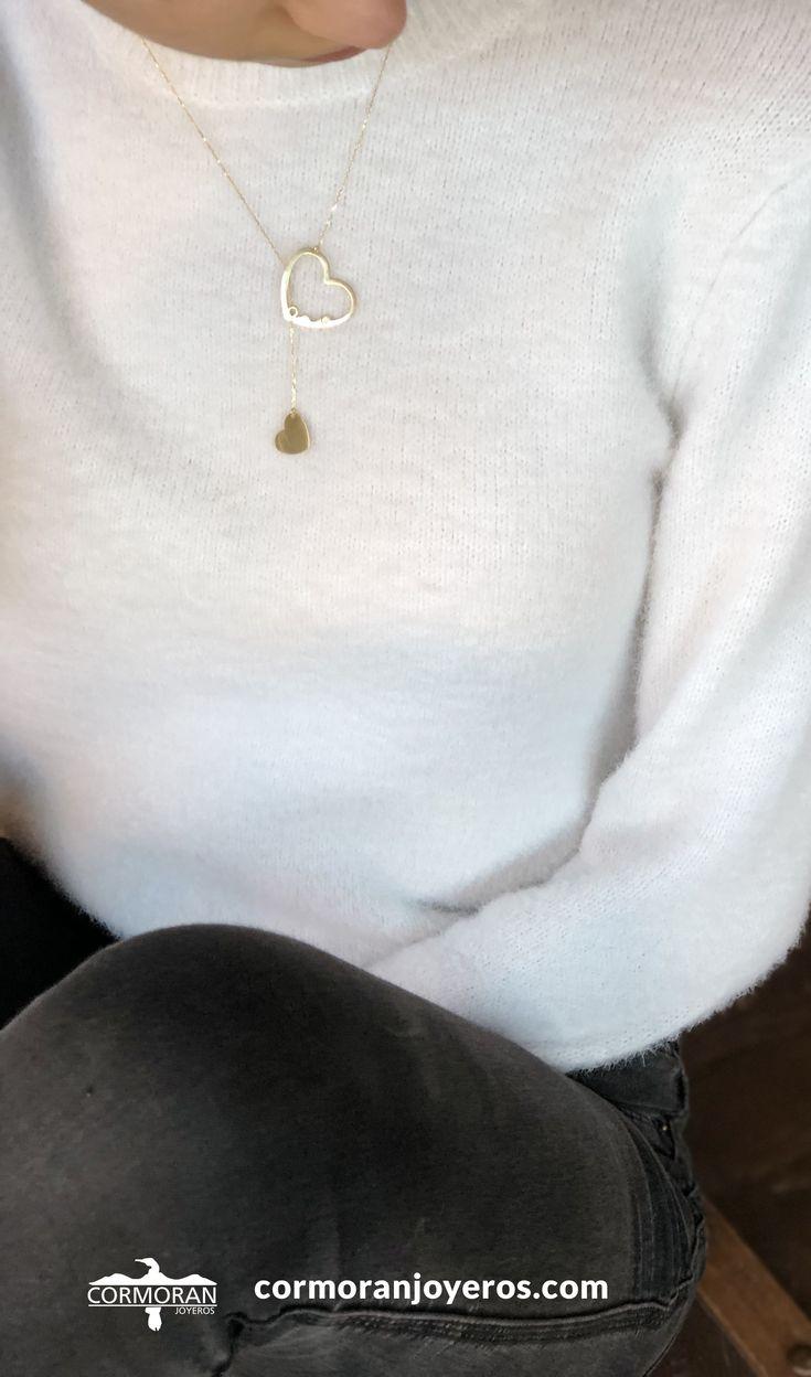 #collar  de #oro de 18 quilates con dos #corazones unidos y entrelazados mediante la cadena la engalana con un toque especial y exclusivo. #joyas #moda #joyeria #estilo #looks
