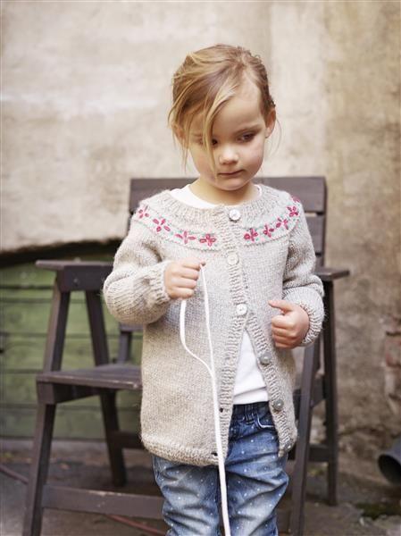 1410: Modell 1 Jakke med broderi #alpakka #strikk #knit