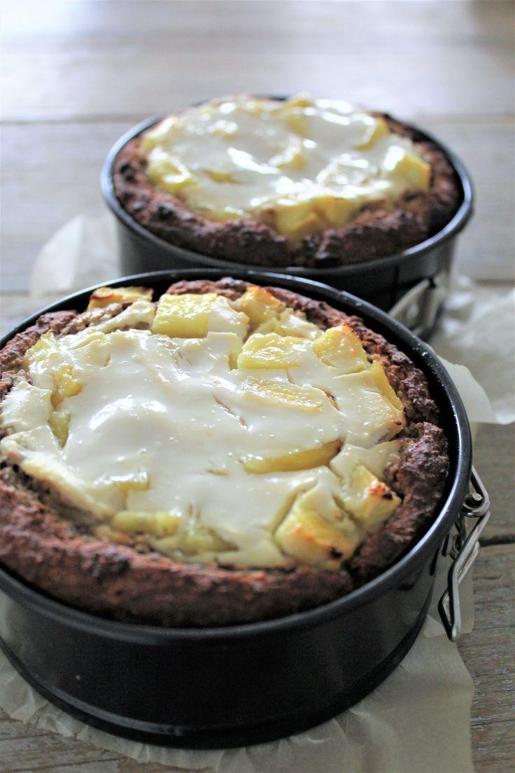Puur onbewerkt en plantaardig ontbijt taartje van amandelmeel, havermeel en ananas