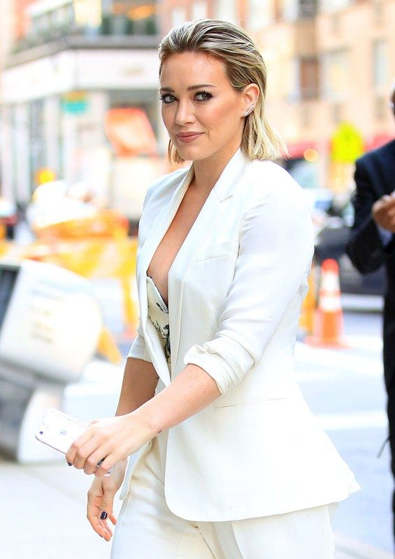 Hilary Duff Nip Slip Pictures During a Show In New York # ...