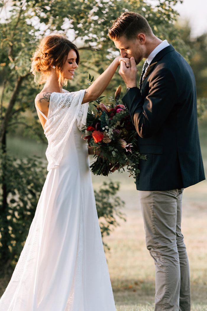Fall boho wedding inspo | Image by Raeleigh Photography