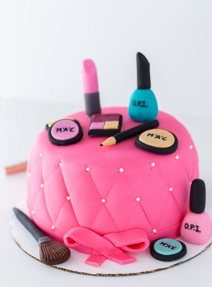 Makeup Cake Decoration : Best 25+ Makeup cakes ideas on Pinterest Makeup birthday ...