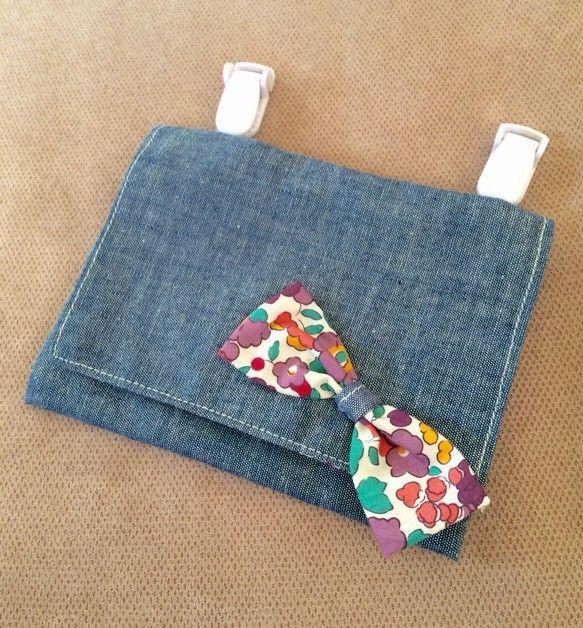ダンガリーxリバティ(Betsy)の移動ポケットリバティ生地のBetsy(パープル)柄を内側と表のリボンに使用していますティッシュはさっと取り出せて、その後ろ...|ハンドメイド、手作り、手仕事品の通販・販売・購入ならCreema。