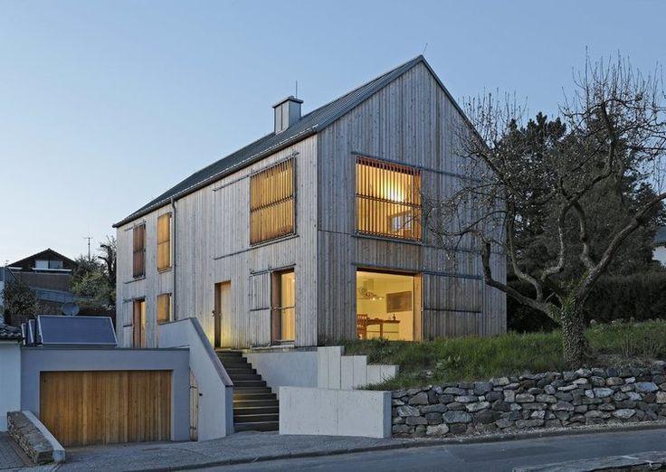 Drevený obklad vytvára originálny a dokonalý vzhľad domu a zároveň je to funkčný prírodný materiál s výbornými fyzikálnymi vlastnosťami.
