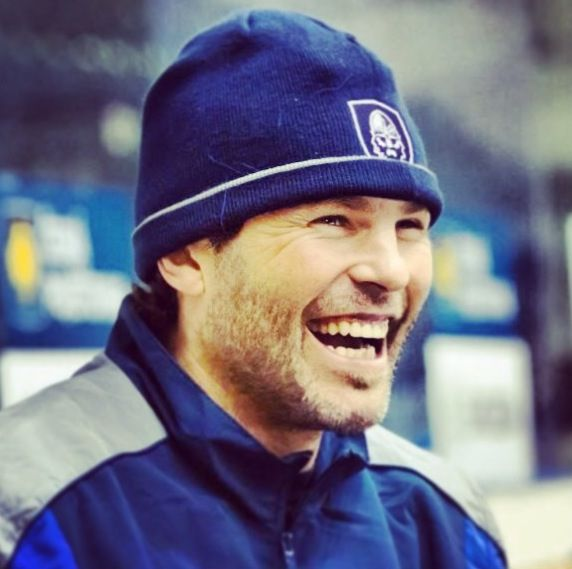 Jaromir Jagr is adorable Lordy I can still a-hear that laugh and b- still hear the words I DON'T KNOW coming from those lips.