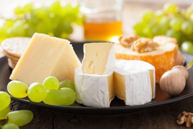 Как собрать классическую сырную тарелку, какие сорта сыра выбрать, с чем их подавать, какое вино приобрести и еще несколько тонкостей, о которых стоит знать.