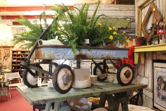 shabby wagon: Garden Ideas, Porch Gathering, Garden Wagons, Outdoor, Flea Market, Funky Junk, Common Ground, Leola S Garden