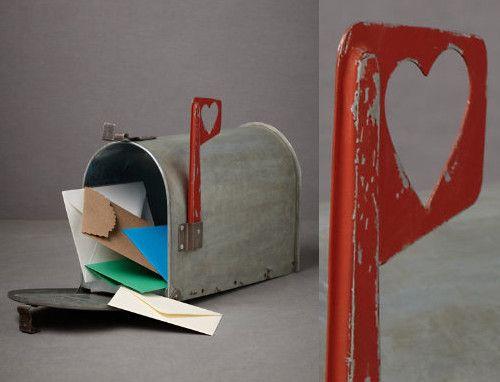 Me encantaria tener un buzon como este y recibir cartas de las de verdad...no facturas.Que vuelvan las cartas...