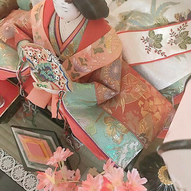 【angelrose418】さんのInstagramをピンしています。 《娘と一緒にお雛様出しました🌸🎎🌸 2人で今までのひな祭りの事を色々お喋りしながら💓 お嫁に行ったらお母さんみたいに四季の行事を大切にしたいと……。 嬉しすぎる言葉にウルッとしちゃいました☺️ #ひな祭り#桃の節句#お雛様#雪洞#ボンボリ#十二単#桜#hinamatsuri#ohinasama#momonosekku#japan#dollfestival#girlsfestival#》