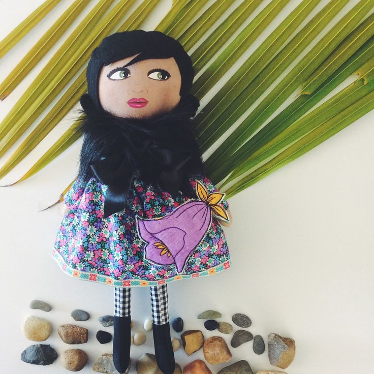 Fleur is one of the new handmade dolls now available in my Little Floral Collection! 🌺🌸🍃🌿