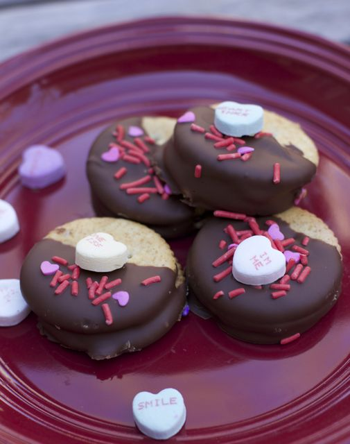 Irresistibly Good Chocolate Covered Ritz Cracker Sandwiches For Valentine's Day peanut butter ritz cracker sandwiches