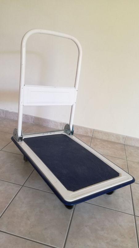 Chariot ou plateau pliable  idéal pr les déménagement et port de charge lourdes jusqu'à 150 kg