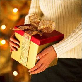 Do you want to find a good Christmas present for girlfriend? You probably want to give her a creative and considerate Christmas gift, but the problem is that your pocket isn't allowing you to do so. Some good options include...
