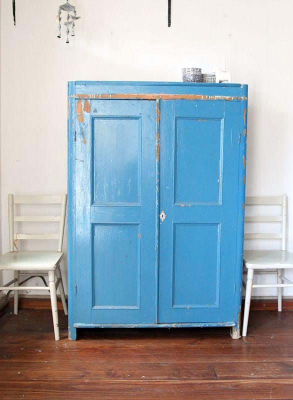 Deze mooie oude kast komt uit Dalarna in midden Zweden en heeft al een heel leven achter de rug! Prachtig die oude geleefde meubels!