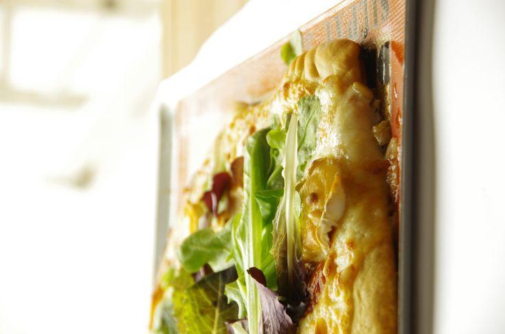 Pizza blanche au chèvre miel et pignons de pin