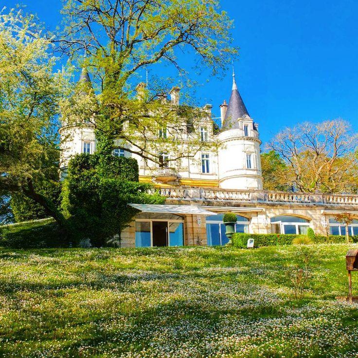 CREA TravellerさんはInstagramを利用しています:「フランス・ロワール地方には、素敵な古城ホテルがたくさん!  こちらのお城は19世紀に建てられたもので、館内には優雅なレストランやバーもあります。  #ドメーヌドゥラトルティニエール #シャトー #トゥール #ロワール #古城ホテル #ホテル #リゾート #古城 #フランス…」