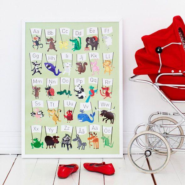 Visst kan pedagogiskt vara snyggt! Grön ABC affisch med djur. Finns hos www.barabokstaver.se