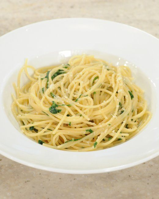 Spaghetti with Garlic and Oil: super simple, great when you are ...