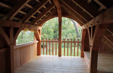 Blick  in die Apfelbäume aus unserem Fachwerk-Stall mit  -je nach Nutzung-Heuboden, Kinderspielhaus, Laube oder 'Baumhaus' ausgebauten Dachraum