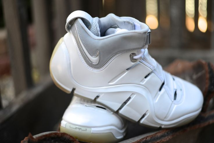 Nike Zoom LeBron IV (White/Silver)  Size Deadstock
