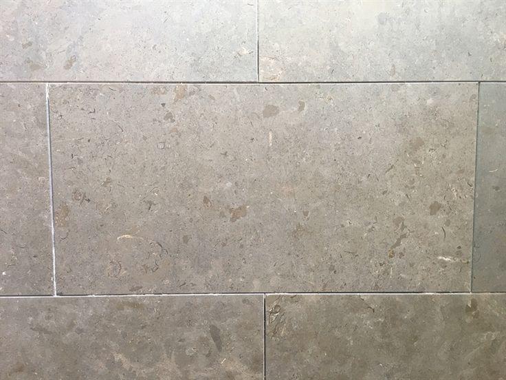 Snygg kalksten för golv och vägg. Prisgaranti hos Stonefactory.se! Azul Valverde ersätter Azul Cascais och liknar Gotlands kalksten.