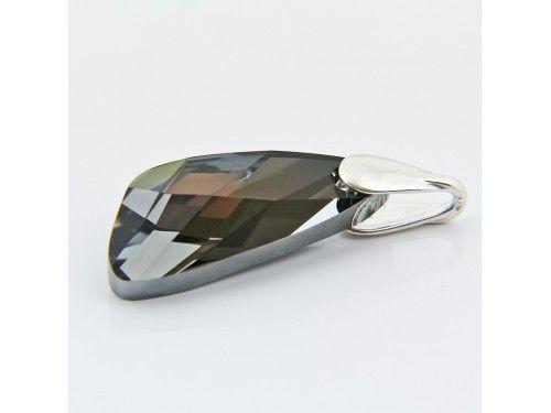 ZAWIESZKA SWAROVSKI WING 27MM SILVER NIGHT SREBRO 925 - W1301 Materiał: Srebro 925 + kryształ Swarovski Elements Kolor: Silver Night Rozmiar kamienia: 27.0mm Wysokość całej zawieszki: 34,0mm Waga srebra: 0,6g ( 1szt ) Waga całej zawieszki: 3,47g ( 1szt