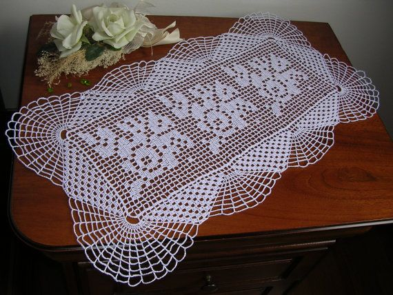 Crochet doily runner crochet lace runner crochet lace di MondoTSK