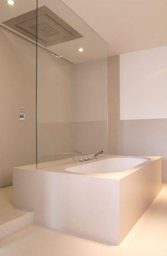 Badkamer | mooie kleurstelling en speciale indeling met douche achter bad Door xxMarinaxx