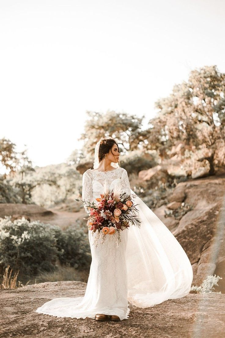 Herbst Desert Elopement Inspiration   – Wedding Gowns