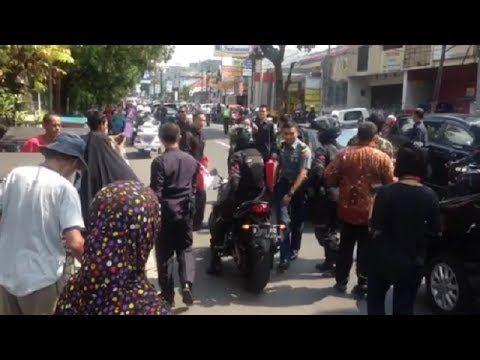 Tiba Di Tasikmalaya, Jokowi Berhenti Di Pangkalan Tukang Becak Aksinya B...