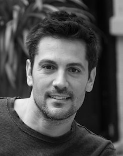 Michael Landes..he played Riley Roberts on the Torkelson!! He was cute then and still looks good now!