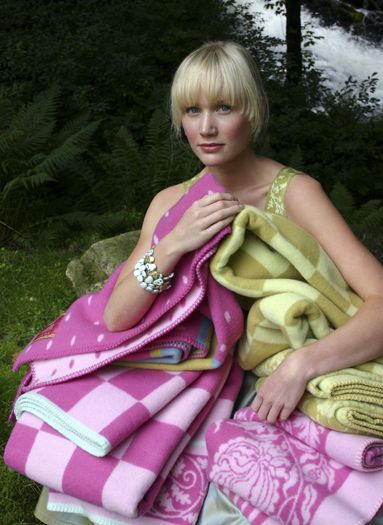 Oleana woolen blankets.  Design Solveig Hisdal  www.kompaniet.fi  3kompaniet #oleana